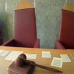 Суд з банком